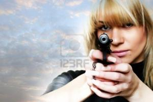 woman_with_pistol_in_to_hand